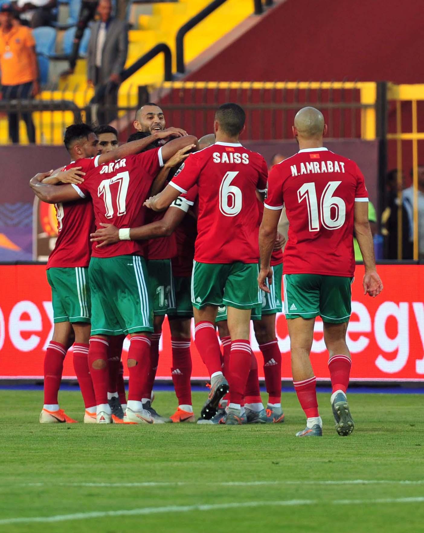 الفريق الوطني بتشكيله الكلاسيكي أمام الفيلة