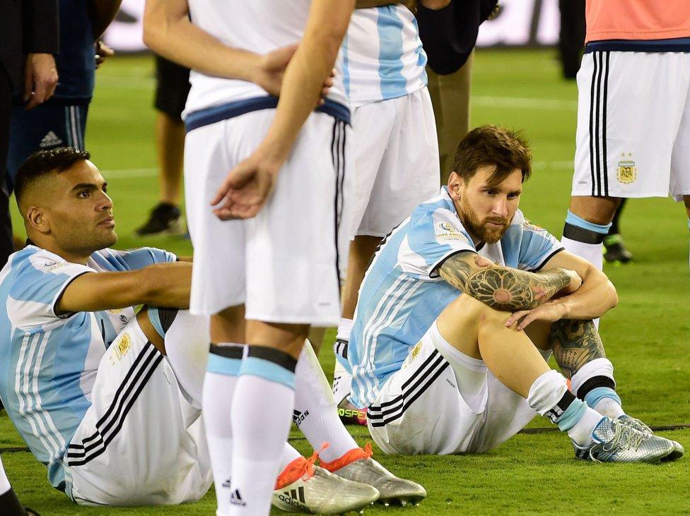 جماهير الأرجنتين تهاجم ميسي