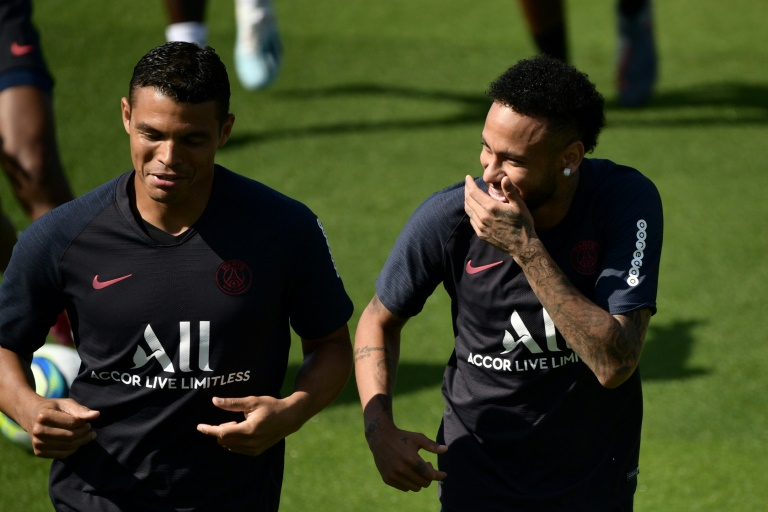 نيمار يتمرن مع سان جرمان وسط تقارير عن اتمام صفقة عودته الى برشلونة !