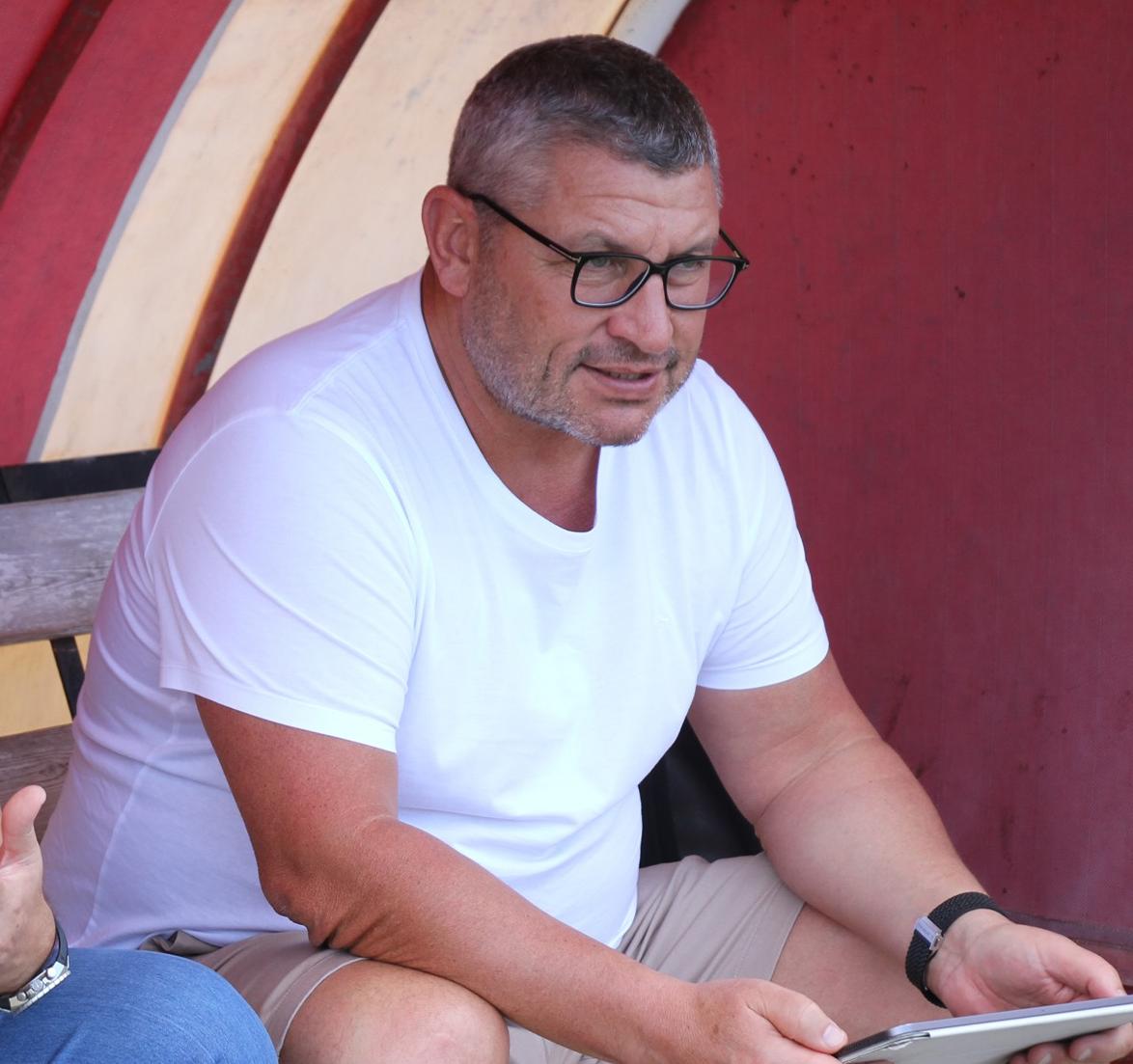 أوسيان روبيرت يفتح باب الترشيحات لتدريب المنتخبات الوطنية