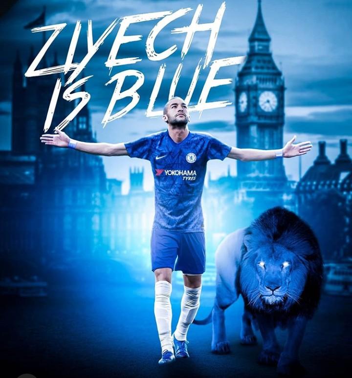 رسميا زياش يحمل القميص الأزرق