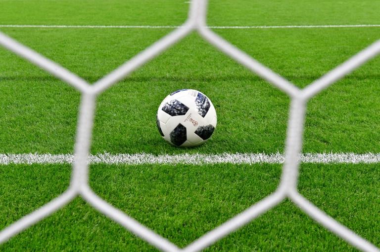 عالم أوبئة ألماني: لا عودة لكرة القدم إلا بنهاية العام