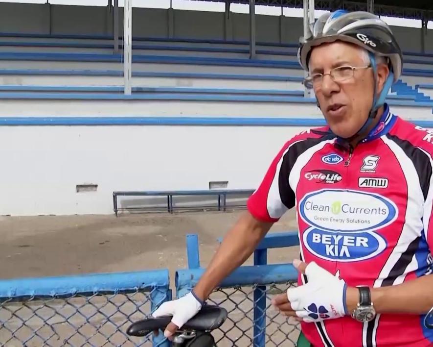 أسطورة الدراجات ل   المنتخب : بقرار منك ستحمي الجميع