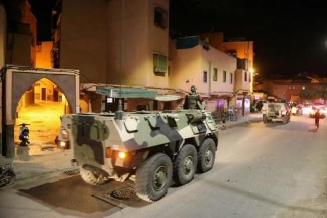 مغاربة يخرجون إلى الشارع للدعاء والتضرع رغم الحجر الرسمي
