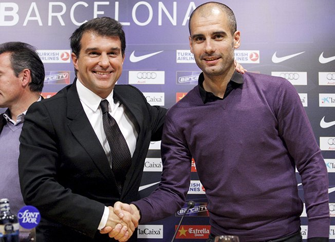 لابورطا يتعهد بإعادة غوارديولا لقيادة برشلونة