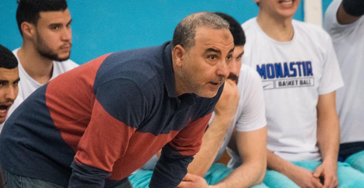 البوزيدي إبن سلا مرشح لجائزة أفضل مدرب عربي لكرة السلة