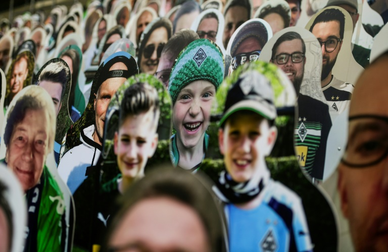 بطولة ألمانيا: قرابة 13 ألف مشجع من الورق في ملعب مونشنغلادباخ