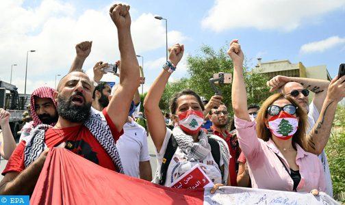 لبنانيون يقايضون مقتنياتهم لتأمين حليب وحفاضات وسط أزمة معيشية خانقة