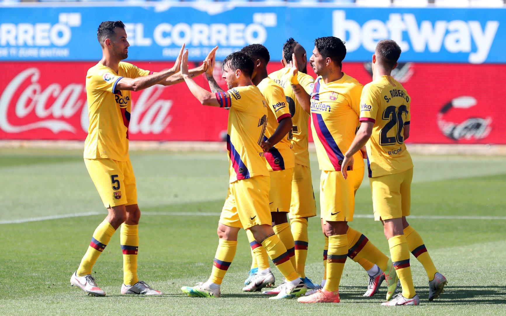 برشلونة الإسباني: نصف الفريق معروض للبيع