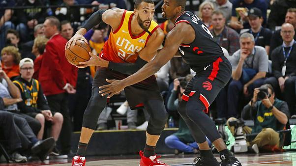 كرة السلة/ إصابة تسعة لاعبين آخرين بفيروس كورونا في البطولة الامريكية للمحترفين