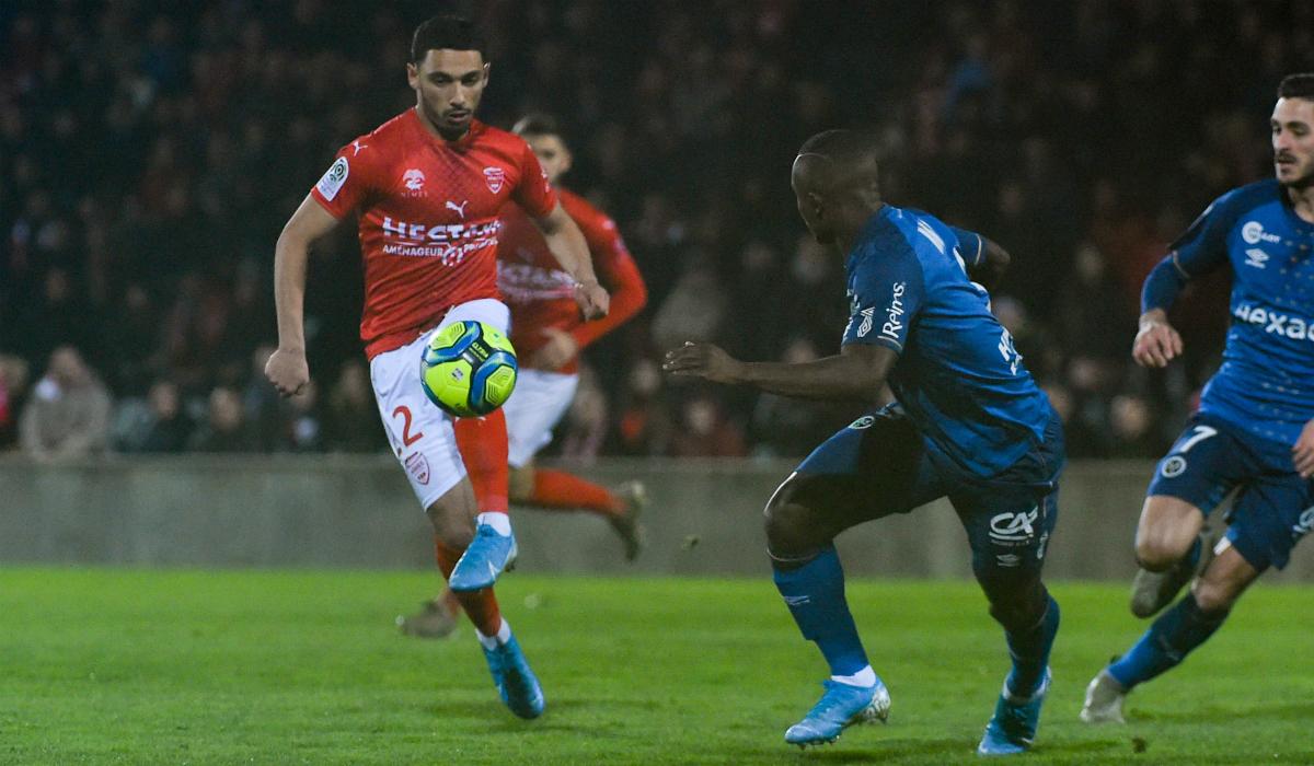 إصابة الوافد الجديد على المنتخب المغربي في الركبة
