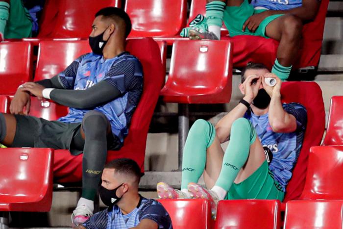 بيل يثير المزيد من الجدل ويشاهد لقاء ريال مدريد بمنظار افتراضي