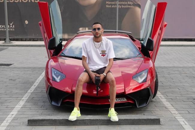 زياش من بين النجوم الذين يحبون استعراض سياراتهم