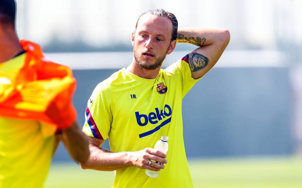 برشلونة يلبي رغبة راكيتيتش..