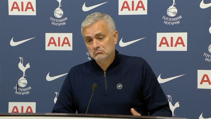 مورينيو مستسلماً:  إنه عالم كرة القدم !