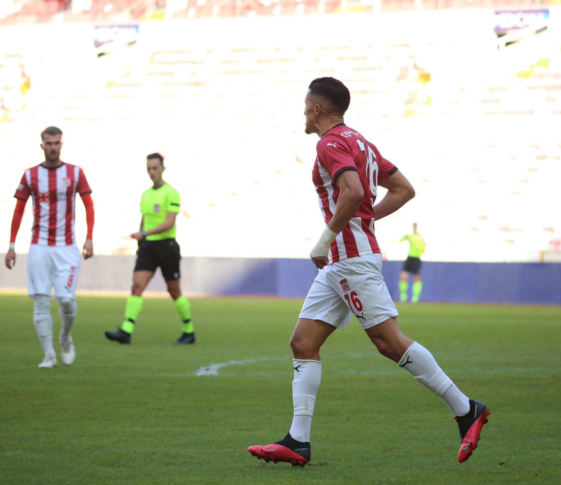 ثلاثة دوليين مغاربة في ربع النهائي