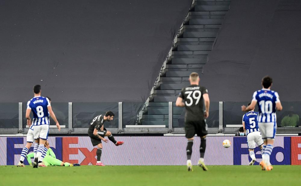 مانشستر يونايتد يهزم ريال سوسييداد ويضع قدماً في ثمن النهائي