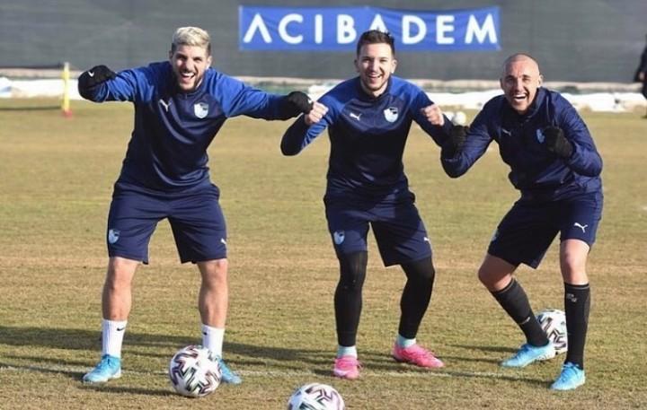 اربعة مغاربة طردوا من هذا الفريق التركي