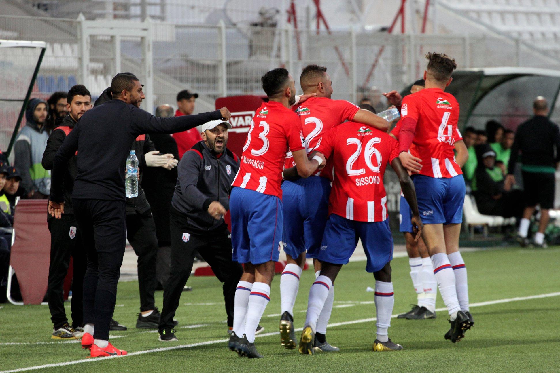 المغرب التطواني يسدد مستحقات لاعبيه قبل مباراة الرجاء !