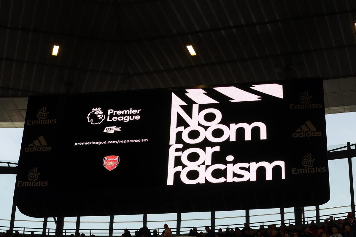 الرياضة الإنكليزية تواجه العنصرية والتمييز بشاشة سوداء