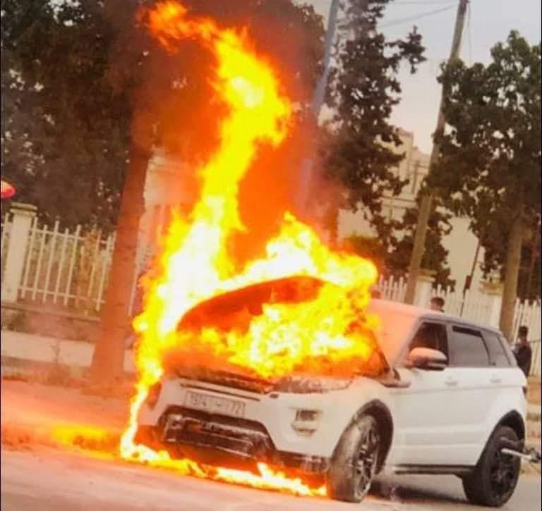 النيران تلتهم سيارة حارس الرجاء بوعميرة