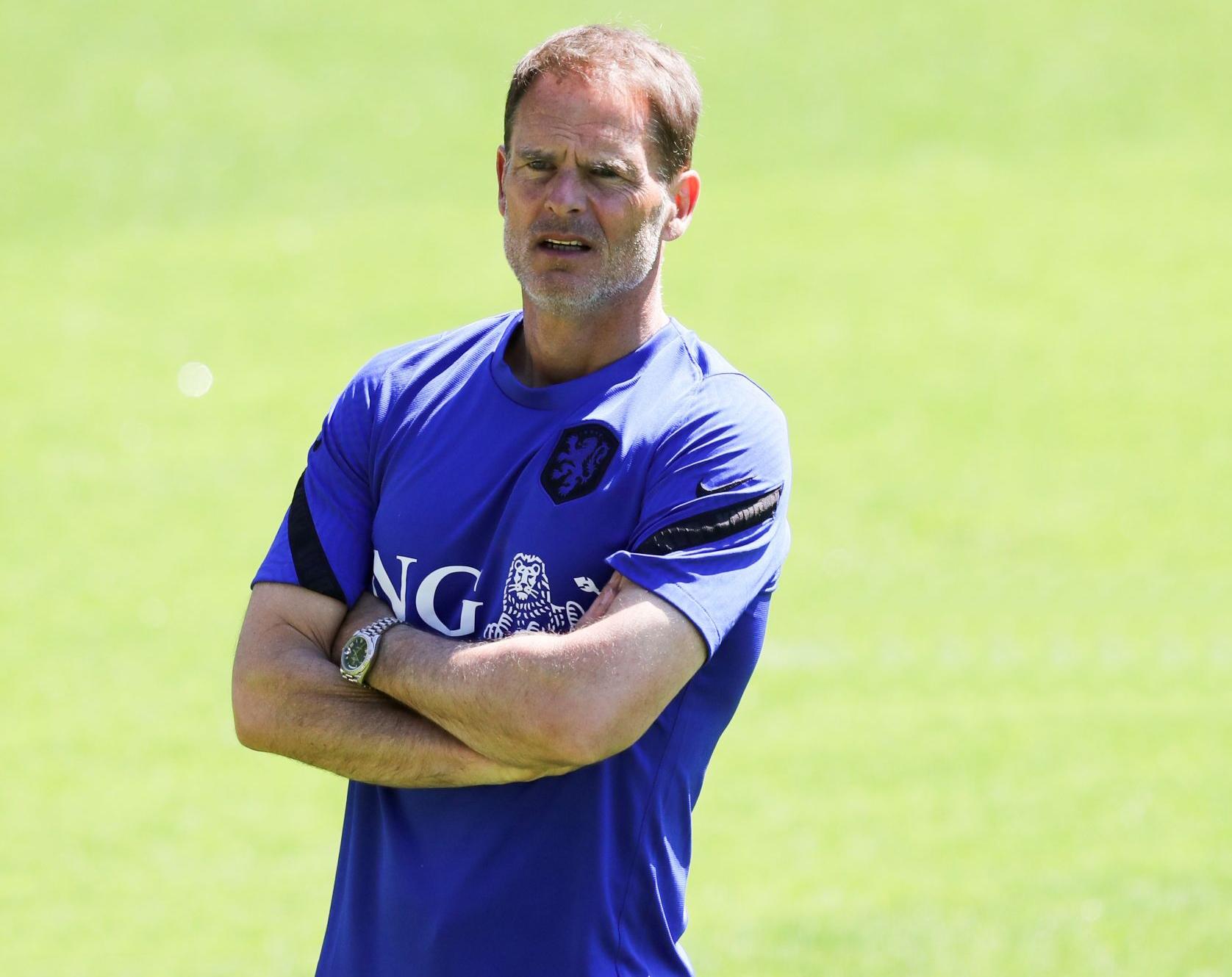دي بور: استدعاء أي بديل للاعب المصاب فان دي بيك سيؤثر على استقرار المنتخب الهولندي