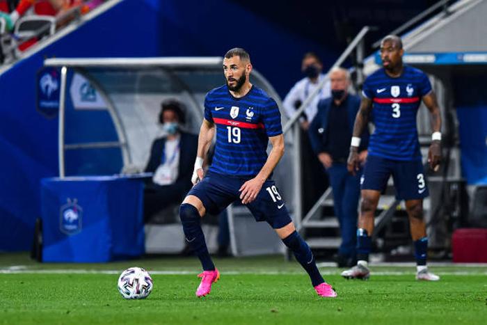 فرنسا تدك بلاد الغال بثلاثية ودية بمشاركة أولى لبنزيمة