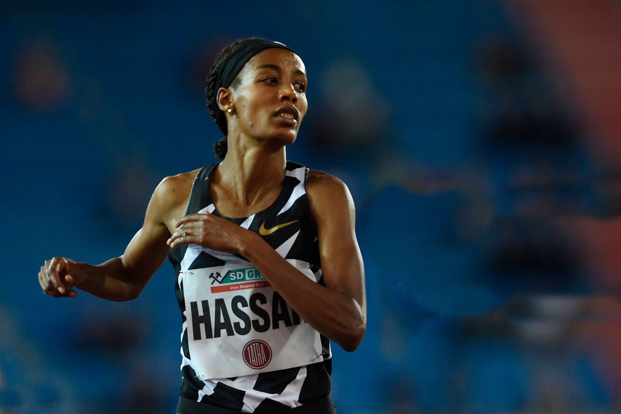 الهولندية سيفان حسن تحطم الرقم القياسي العالمي لسباق 10 آلاف متر