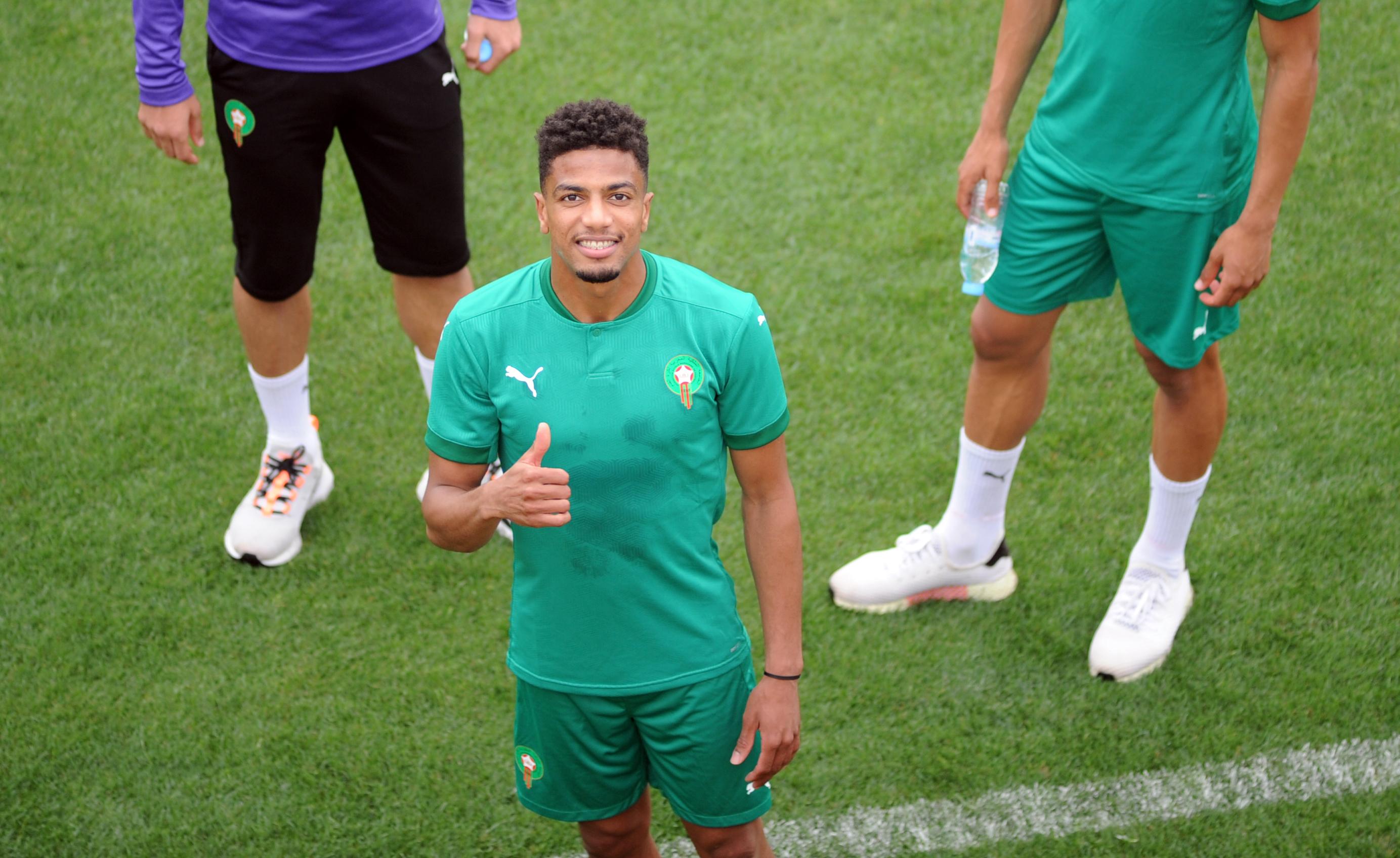 العملود  الخجول  إنصهر في أجواء المنتخب المغربي