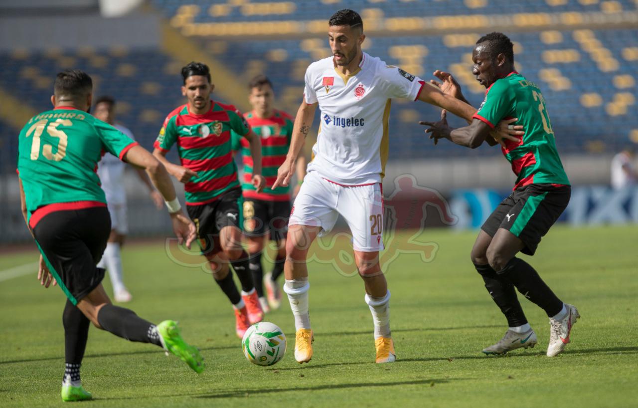 إيقاف لاعبين من مولودية الجزائر وتغريم النادي بسبب الاعتداء على الحكم خلال مباراته مع الوداد البيضاوي