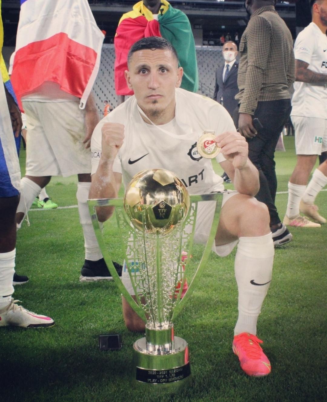 لاعب مغربي ينتقل لبطولة اليونان