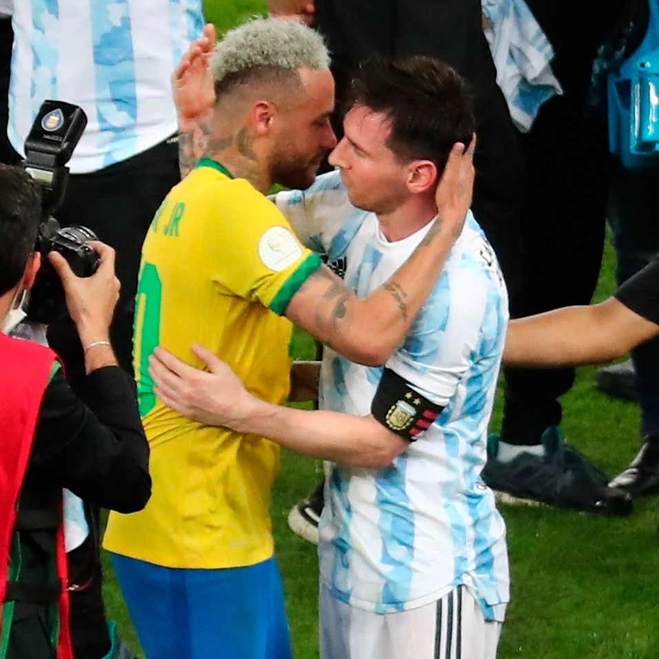 نيمار لـ  شقيقه  ميسي بعد الفوز بكوبا أميركا:  كرة القدم كانت في انتظارك