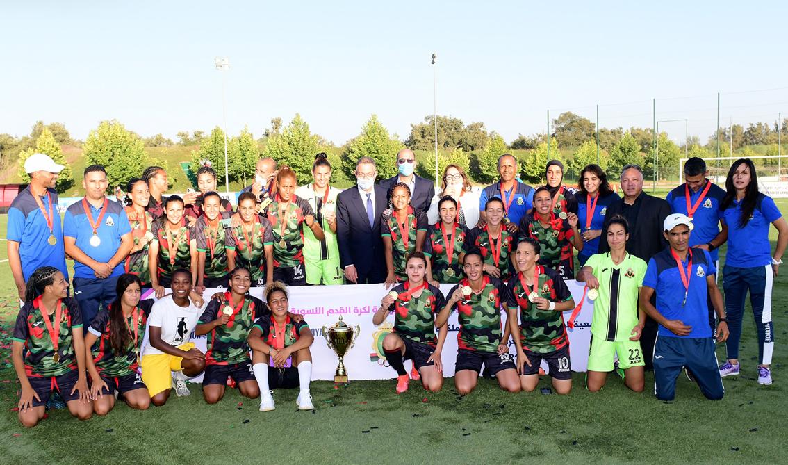 سلا.. فريق الجيش الملكي لكرة القدم النسوية يتسلم درع البطولة الاحترافية لموسم 2020-2021