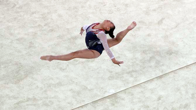 أولمبياد طوكيو-جمباز: الاميركية سونيزا لي تخلف بايلز الى لقب المسابقة الكاملة