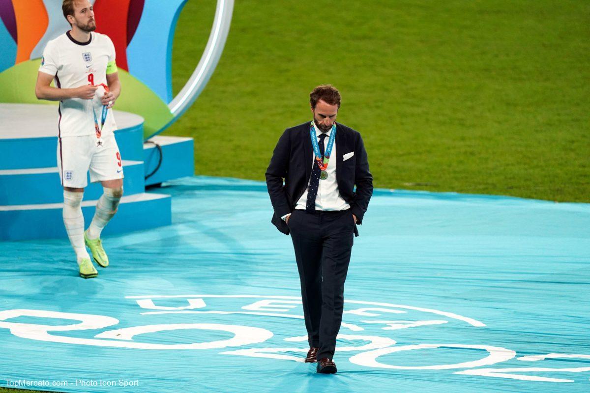 توني أدامز ينتقد ساوثغيت عقب خسارة إنجلترا النهائي أمام ايطاليا
