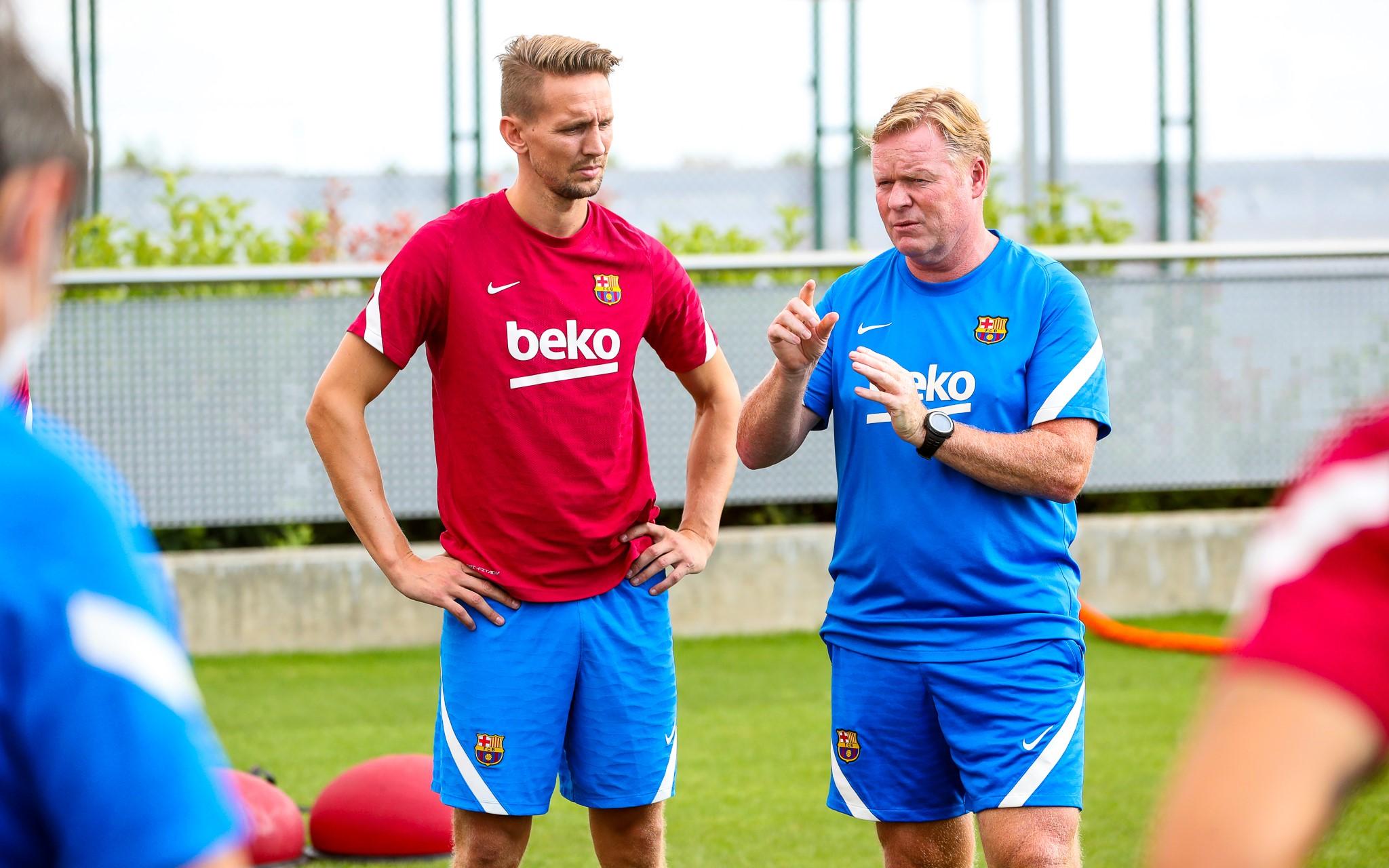 برشلونة يعطي فرصة أخيرة لرونالد كومان قبل الإقالة