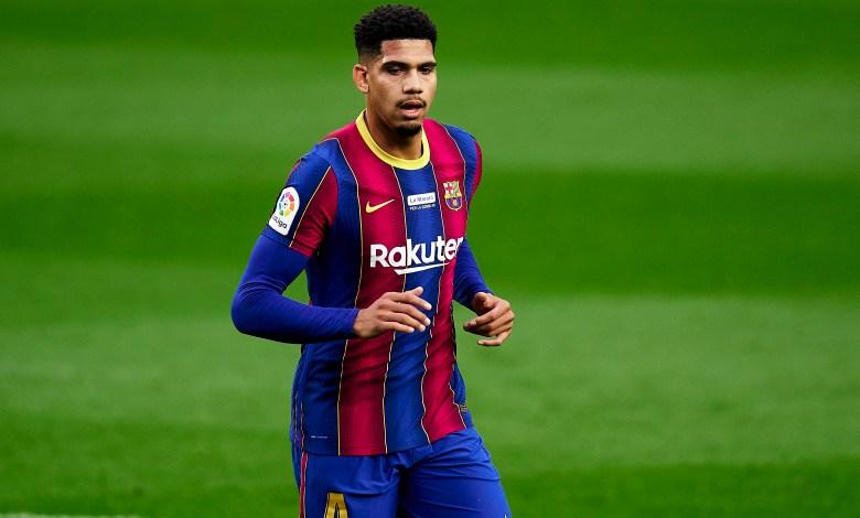 برشلونة يؤكد إصابة لاعبه أراوخو في اوتار الركبة