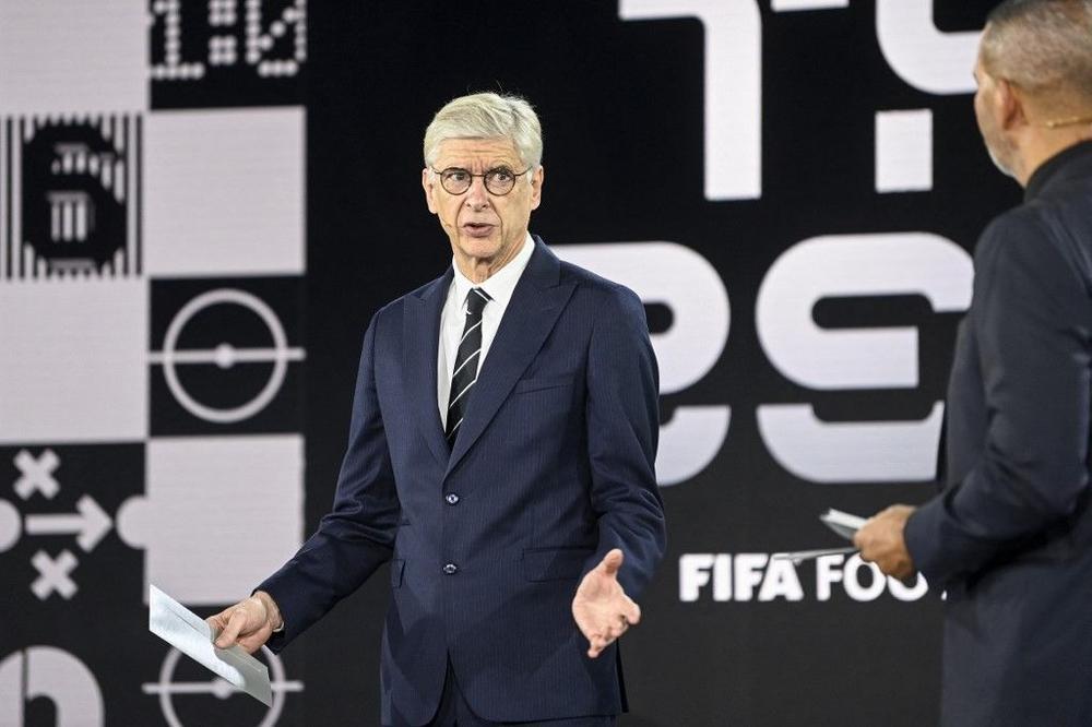 فينغر يشير إلى إمكانية اعتماد كشف  آلي  لحالات التسلل في كأس العالم