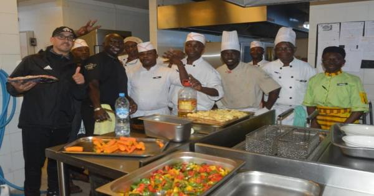 طباخ الأسود رافق الرجاء إلى كينشاسا